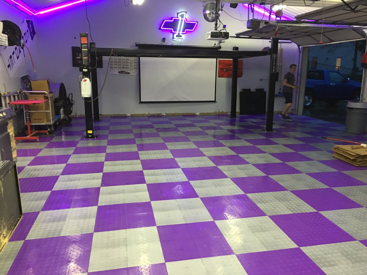 Garage floor tiles xtreme garage floor tiles diamond pattern sw diamond garage 00564145444686212801280g dailygadgetfo Choice Image