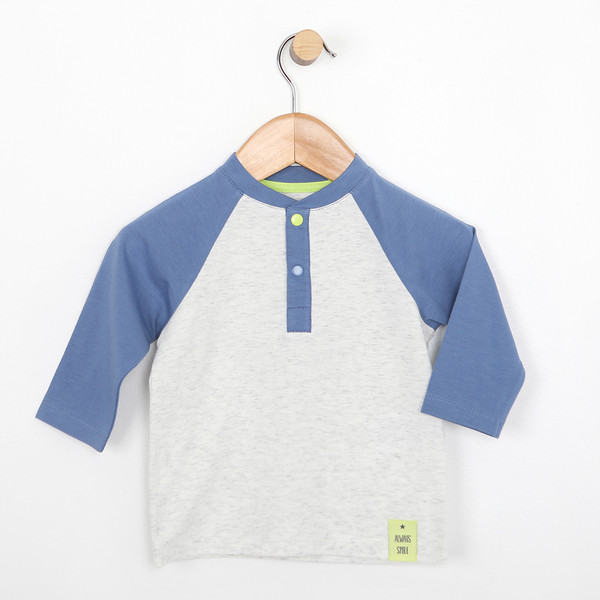 Cotton blue and grey baseball shirt for babies or infants.   A giraffe with glasses is screen printed on the back.