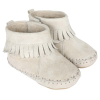 Baby moccasins with soft soles in grey suede.