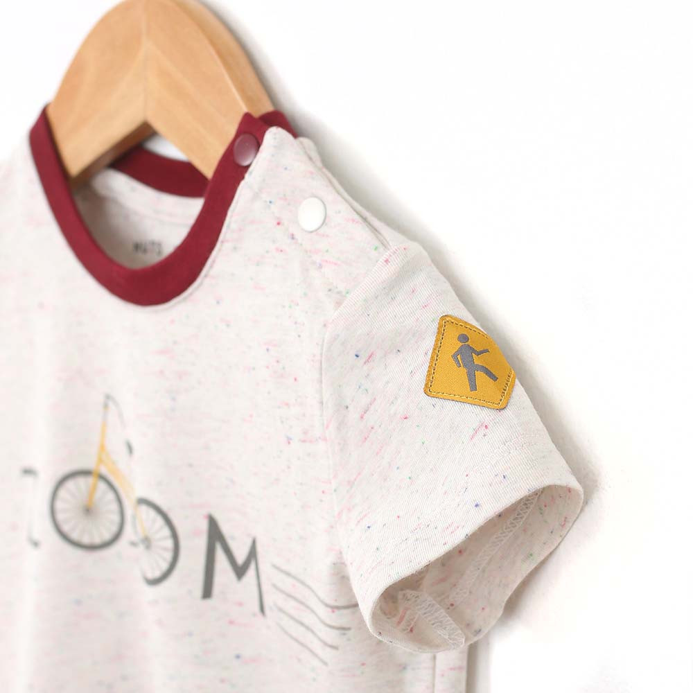 Cotton T-shirt with the word Zoom on the front for baby and infant boys. Detail view.