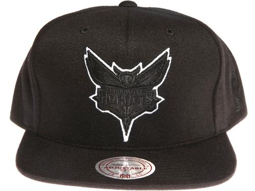 Charlotte Hornets Logo Tracksuit Material Mitchell & Ness NBA Black Snapback Hat