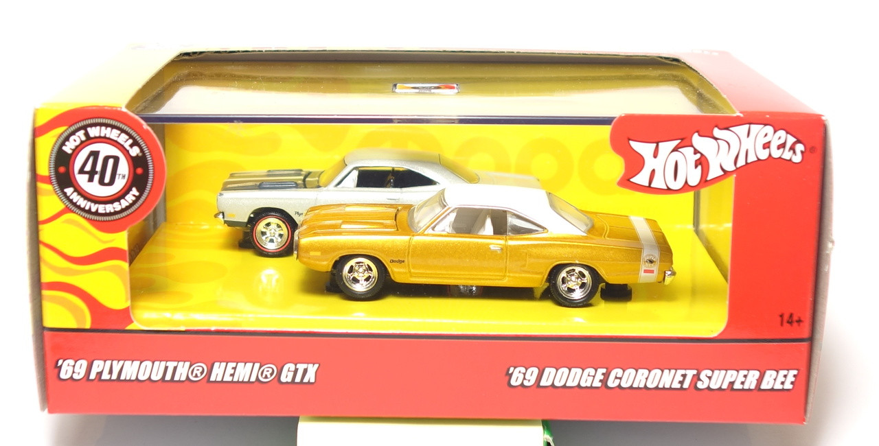 Hot Wheels Mopar Muscle 2 Car Set Hemi Gtx Coronet Super Bee
