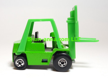 Hot Wheels Cat Forklift in Green - International issue