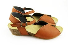 Flor De Durazno Low Wedge - Natural Tan