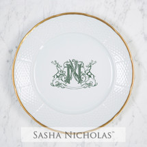 A beautiful addition to your dinnerware collection and to adorn your tablescapes with. It makes the perfect gift for your wedding registry and has the option to include an inscription on back. Choose from their signature font styles or use a custom monogram or crest of your choice! | Sasha Nicholas's white porcelain weave 24K gold dinner