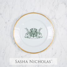 A beautiful addition to your dinnerware collection and to adorn your tablescapes with. It makes the perfect gift for your wedding registry and has the option to include an inscription on back. Choose from their signature font styles or use a custom monogram or crest of your choice! | Sasha Nicholas's white porcelain weave 24K gold salad