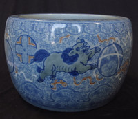 10M98 Hibachi Shishi with Ball Imari Blue and White