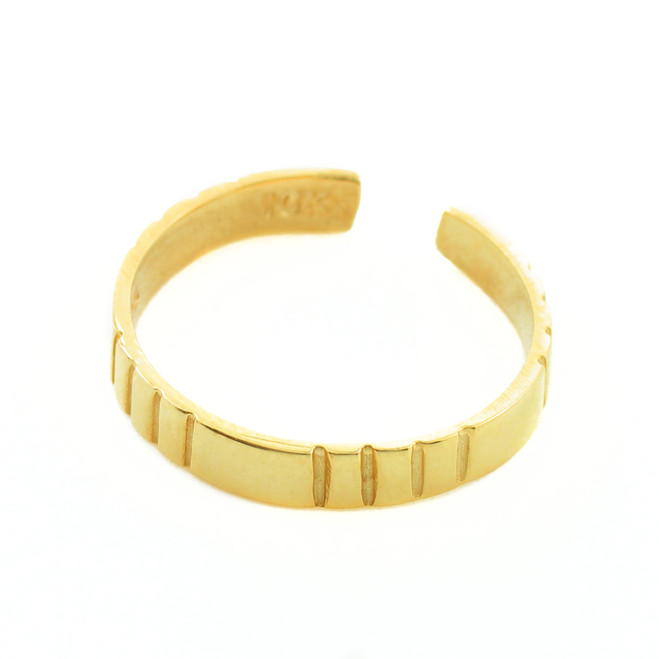 Classic Gold Toe Ring with Stripes