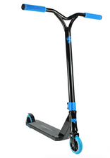 Nitro Circus R Willy CX1 Scooter-BLACK/BLUE www.krypticproscooters.com The long-awaited Ryan Williams Pro Scooter range is finally here! After years of designing and testing the R Willy pro scooter range has been released in collaboration with Nitro Circus. Ryan Williams is without a doubt the biggest name in Action Sports touring the world none stop with Nitro Circus for the last few years performing insane, world record-setting tricks almost daily. The man from Australia is a machine and you can rest assured his scooter range has been put through its passes at the Nitro Circus testing ground.