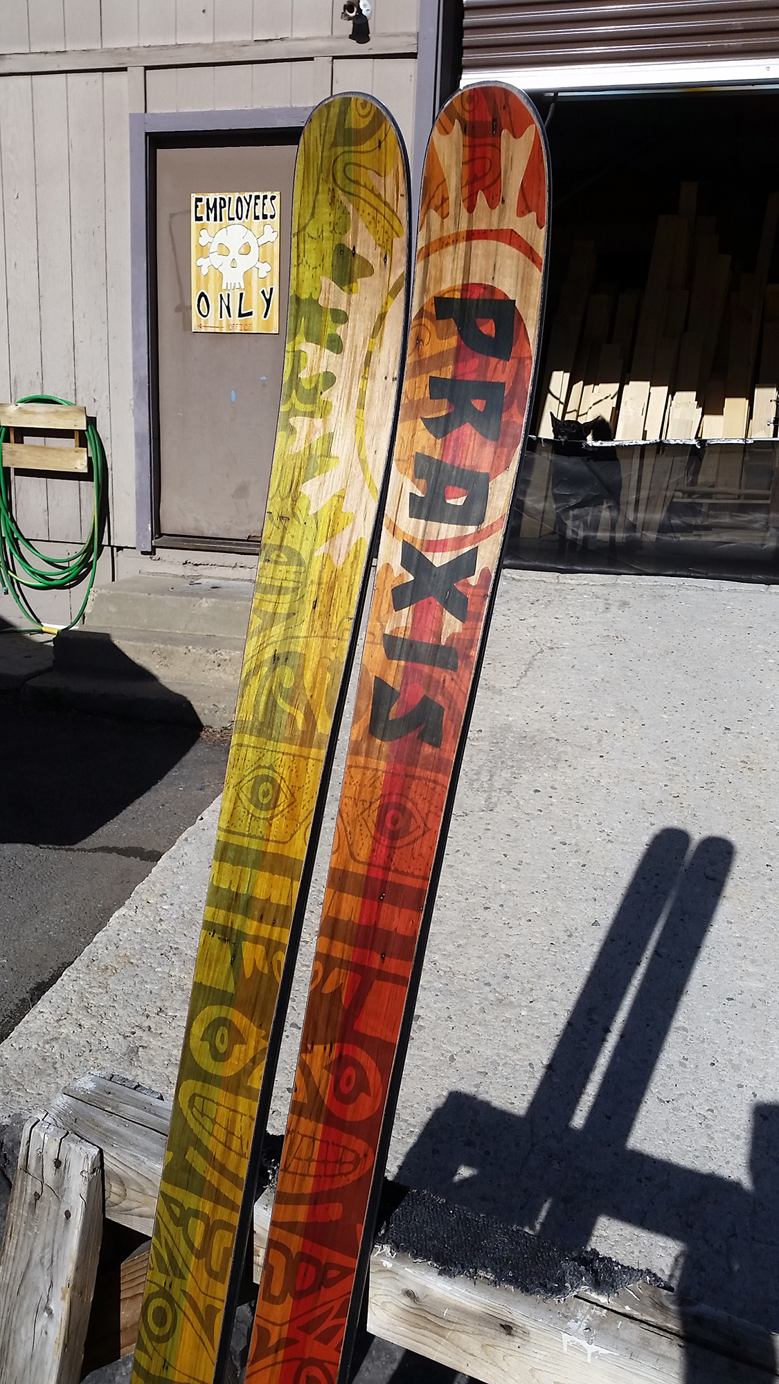 yeti-custom-ski-with-ambrosia-maple-veneer-screaming-bear-graphic-art.jpg