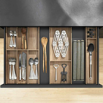 Layout Example: Cutlery Insert and Two Utensil Trays