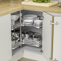 Self-centring action align the shelves for doors to close