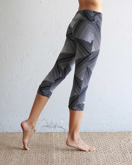 Capri Leggings in Pyramid Design, Side
