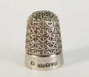 Antique Hallmarked 1906 Sterling Silver Thimble by Robert Pringle