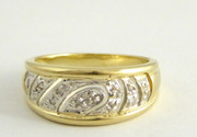 Hallmarked 9ct Gold Ring Set with Illusion Set Diamonds  Size O