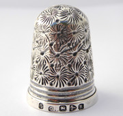Ruth Antique 1917 Hallmarked Sterling Silver Sewing Thimble Silversmith Charles Horner 6