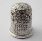 Antique 1900s Hallmarked Sterling Silver Sewing Thimble 9