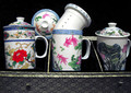 What a nice find this is! A beautifully boxed set of tea mugs in designs from the world of nature.