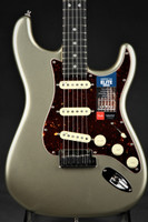 Fender American Elite Stratocaster - Champagne with Ebony Fingerboard