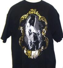 Slash Heavy Metal Guitarist Photograph in Gold Frame with Revolver Guns Men's Black T-shirt - Front