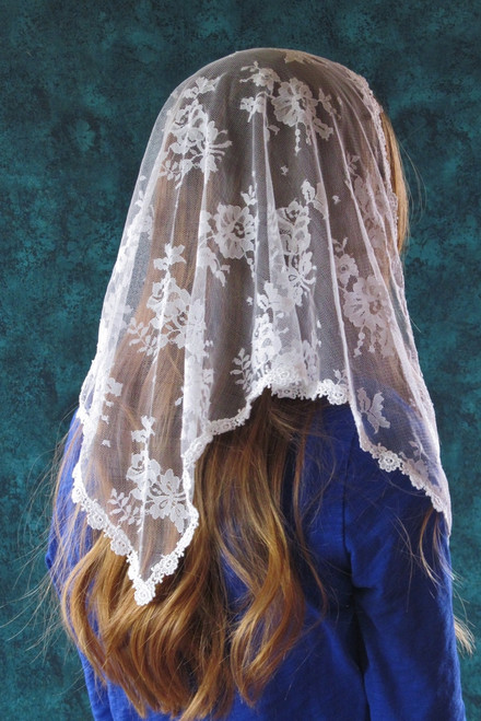 White Triangle Chantilly Lace Mantilla