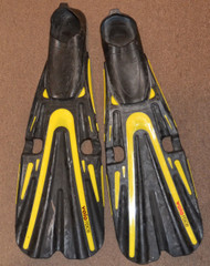 Used - Mares Volo Race Full foot Fins  - 8/9