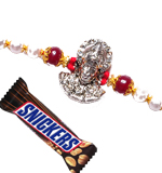 colorful-thread-with-snickers