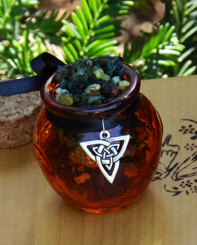 Trinity . Honey Heartwood Resin Pot