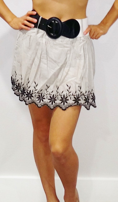 Boutique Item! RACHAEL & CHLOE Skirt with Belt! 100% Cotton. Embroidered Grey/White Pin Stripes.