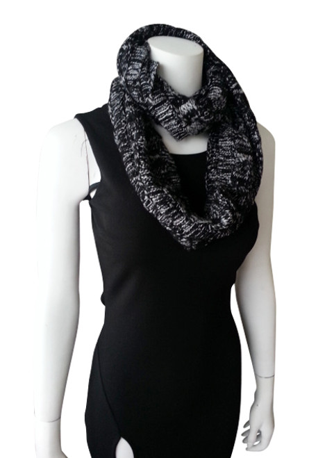 WARM & COZY KNITTED INFINITY SCARF! BLACK WITH WHITE.