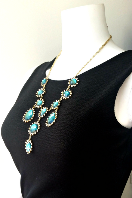 CLASSIC/VINTAGE NECKLACE WITH EMERALD GREEN STONES FROM CHARMING CHARLIE !