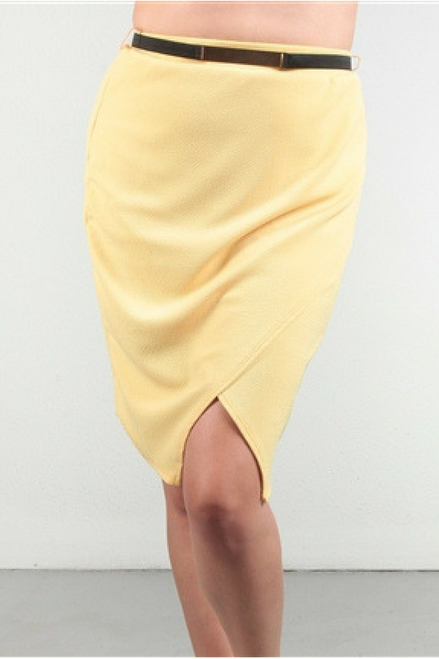 PLUS SIZE PENCIL SKIRT. COLOR: LEMON PEEL.