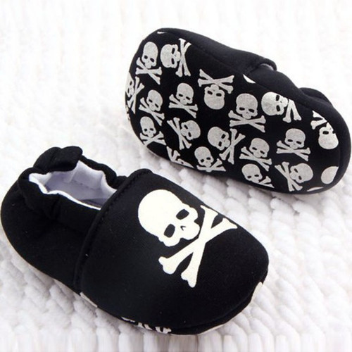Black and white skull baby shoes, baby skull and crossbones shoes, pirate baby shoes, rock and roll baby shoes, baby gift for cool new parents, badass baby shoes, skull shoes for infants, baby shoes with grippy bottoms