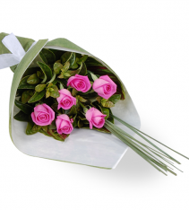 Six pink roses for delivery in Sweden including Stockholm.