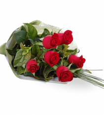 Red roses bouquet can be send in sweden, delivered by local florists.