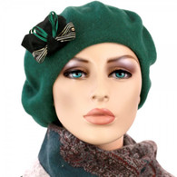 FOREST GREEN WOOL BERET WITH THE DECORATIVE BOW