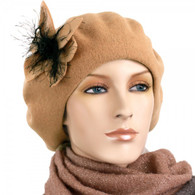 CARMEL WOOL BERET WITH THE FLOWER ACCENT