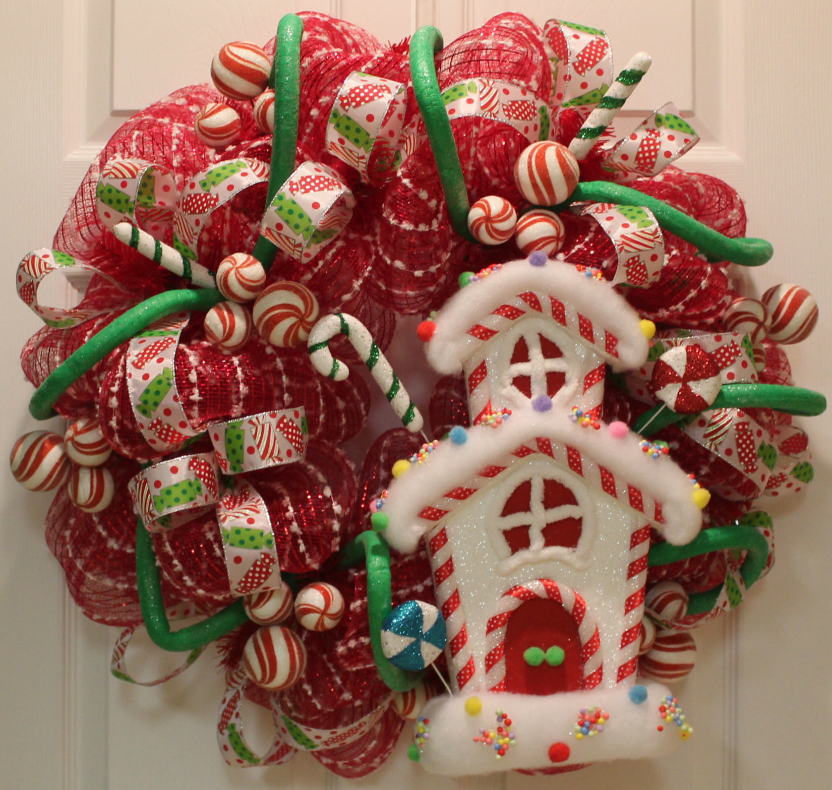diy mesh holiday wreath tutorial candyland - How To Make A Christmas Wreath With Mesh