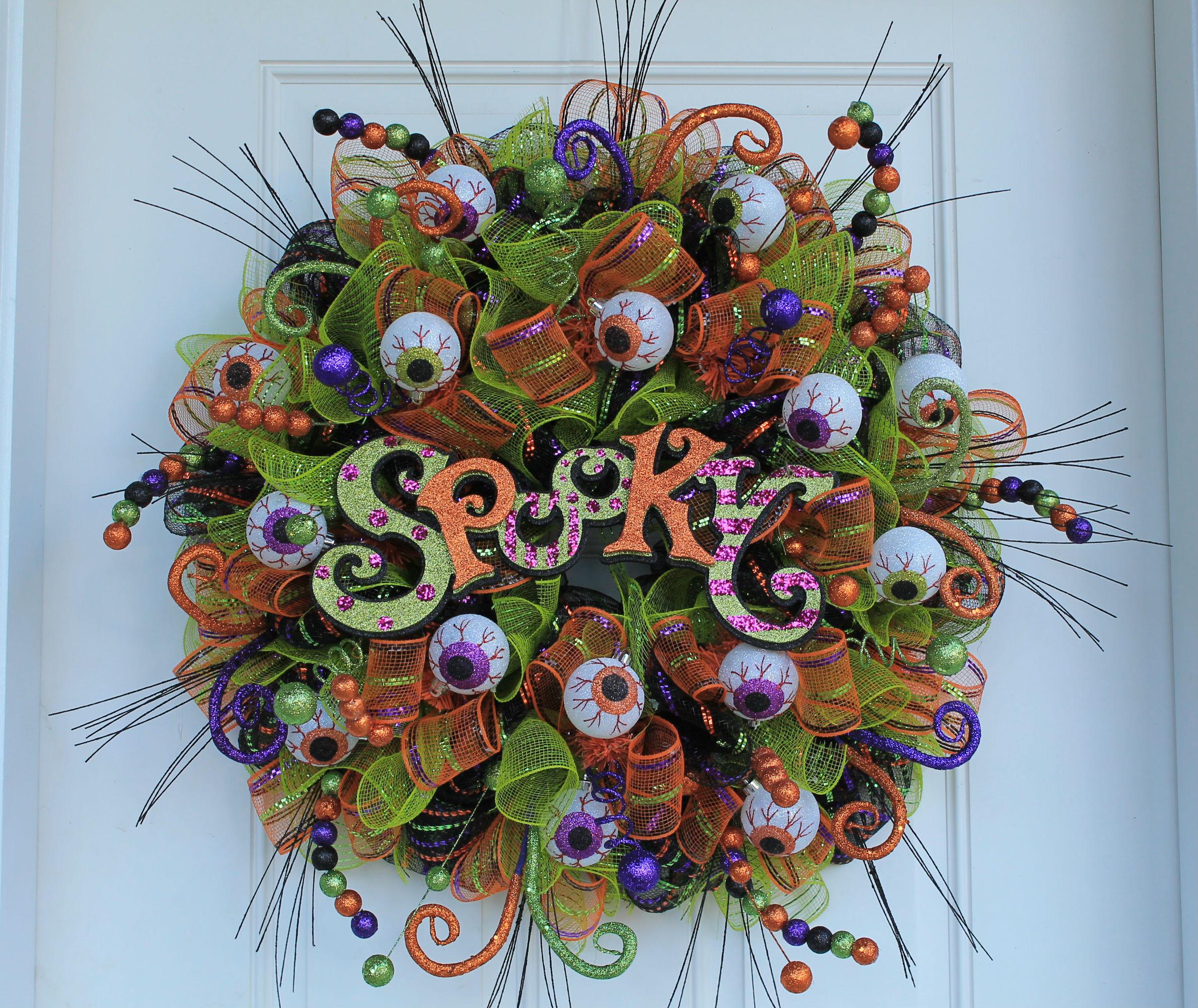 "DIY ""SPOOKY"" Mesh Halloween Wreath - The Wreath Depot"