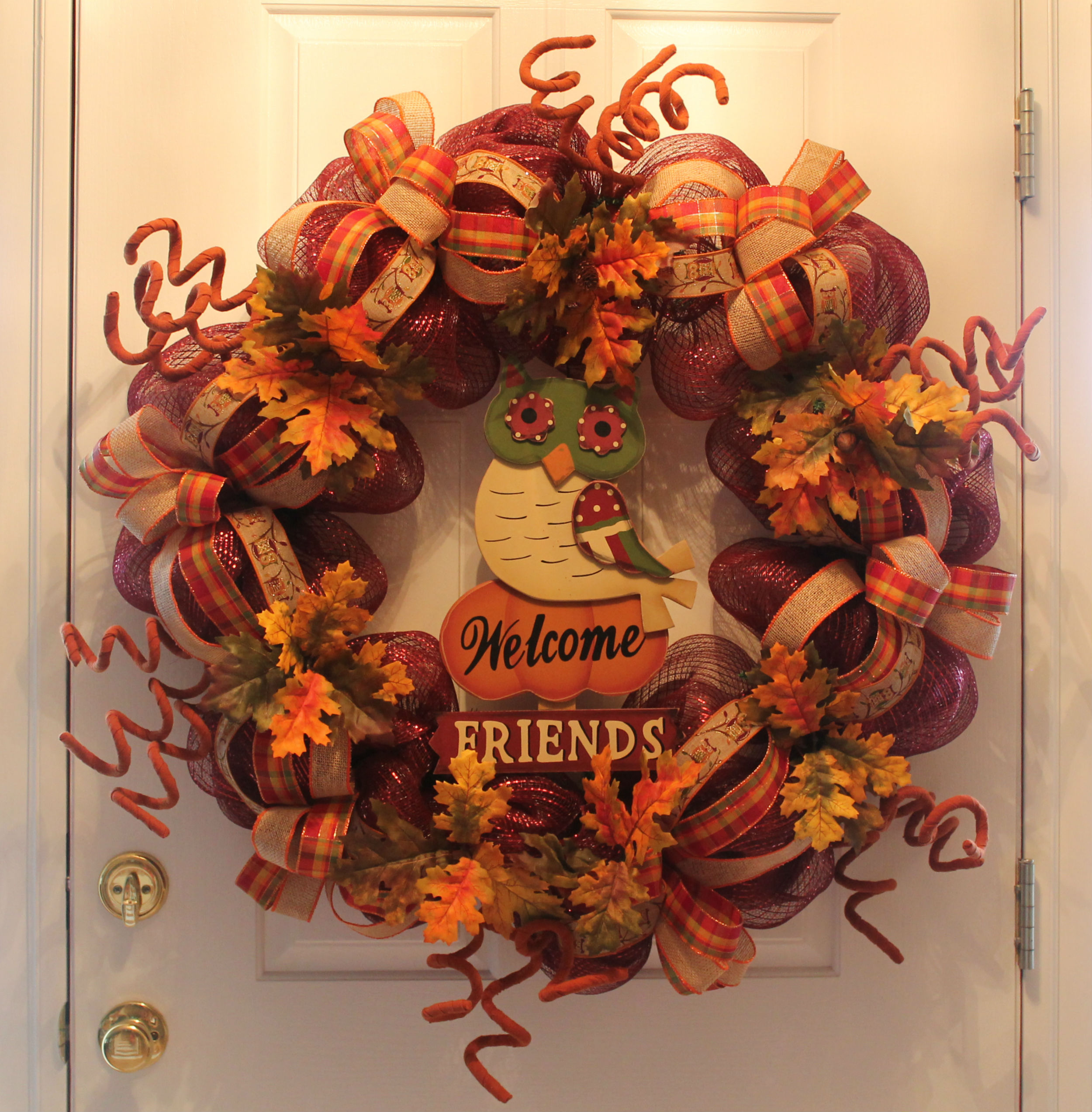 "12 Easy Diy Deco Mesh Wreaths For Fall: DIY Mesh Thanksgiving Wreath ""Welcome Friends"""