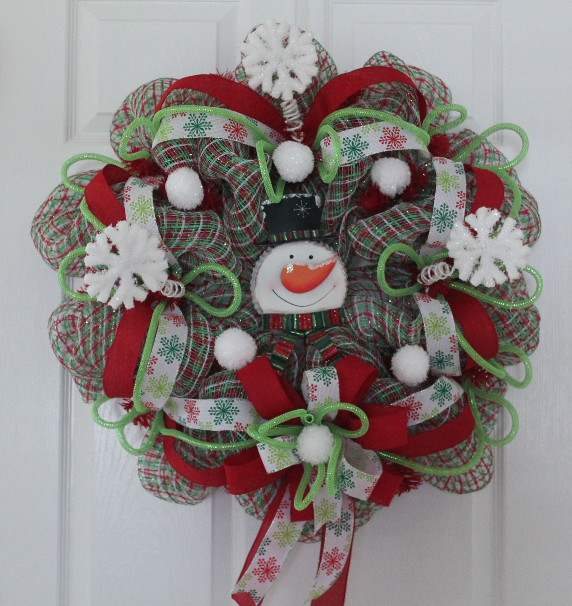 "12 Easy Diy Deco Mesh Wreaths For Fall: DIY Mesh Christmas Wreath ""Baby It's Cold Outside"""