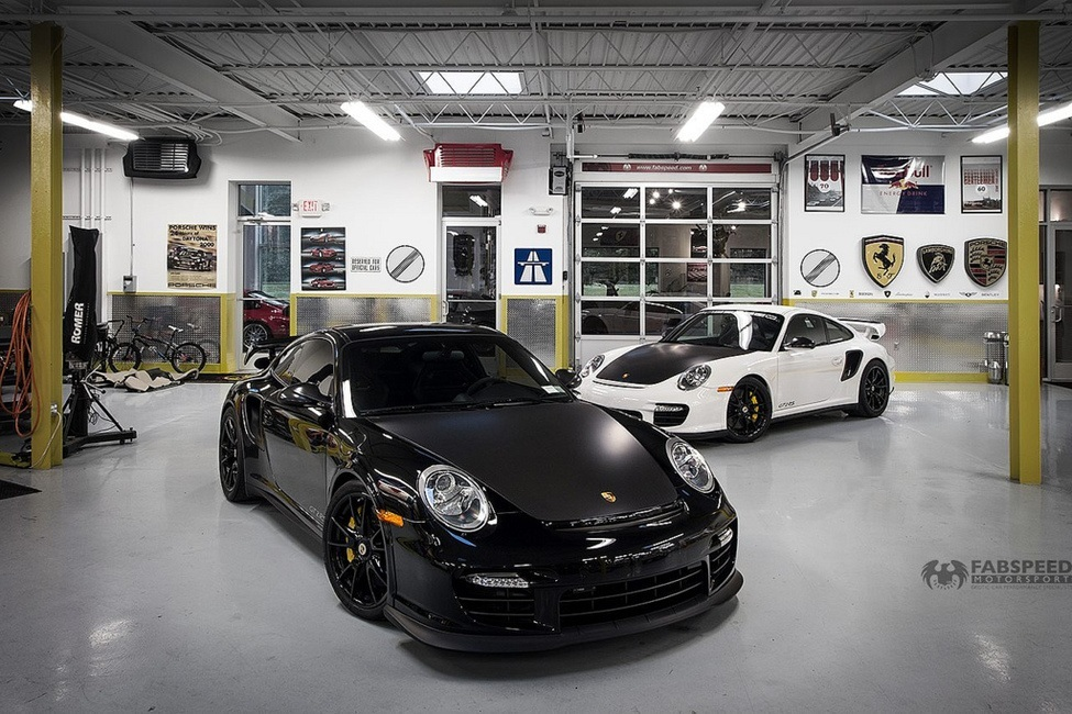 Porsche 997.2 GTRS White & Black in Garage