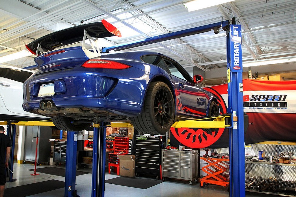 GT3 RS 3.8 on a car lift