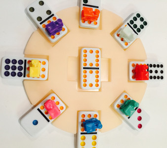 Eight player domino hub