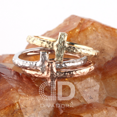 Cross Ring Hammered in Solid Gold DHR104