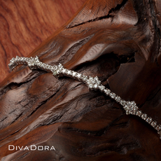 Floral Motif Diamonds Tennis Bracelet in 18K White Gold