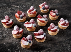 Cocktail fresh berry tarts