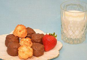 macaroond-and-milk-2.jpg