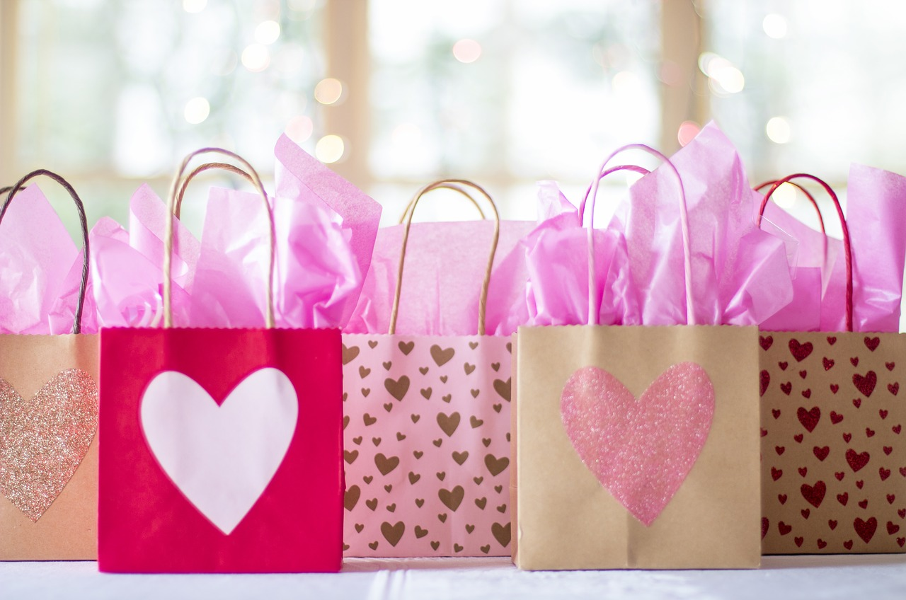 9 Fun and Creative Wedding Welcome Gift Bag Ideas - MyWedStyle.com