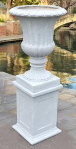 Graystone Vase on Pedestal (KIT)